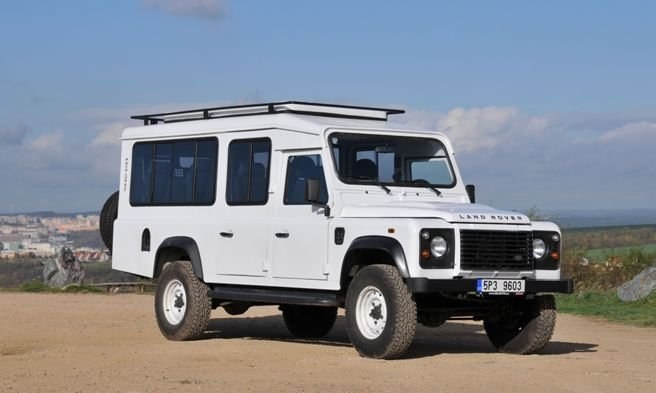 Land Rover Defender Satbir: Off-roadbus